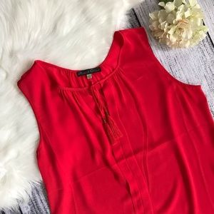 ROSE & OLIVE Tassel Front Sleeveless Blouse 00805